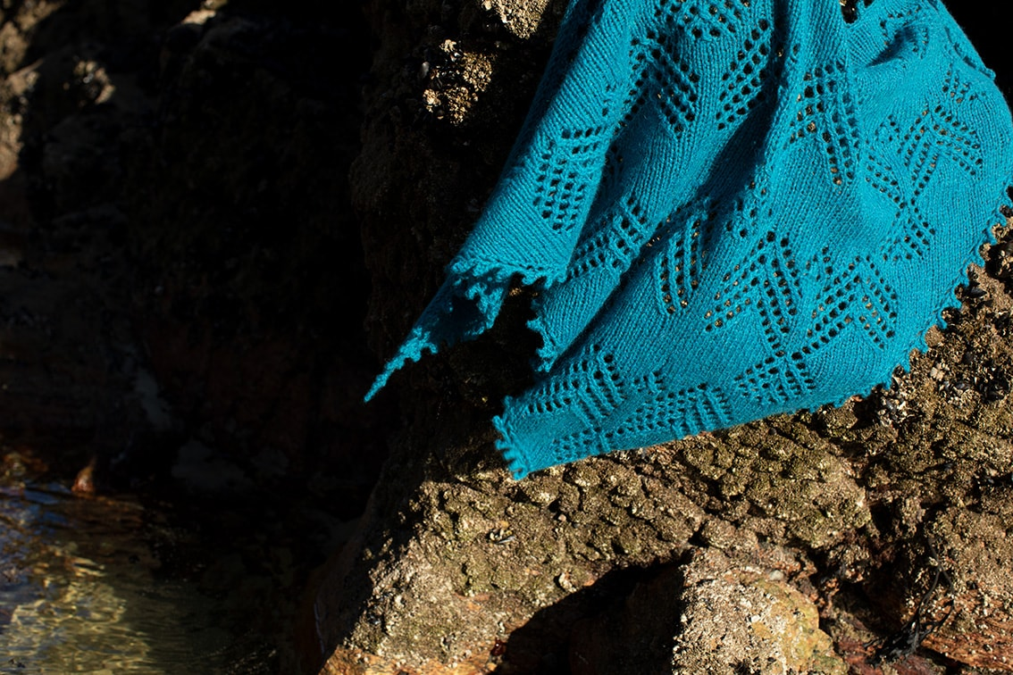 Sulaire Shawl video class design by Alice Starmore in Strabhann Hebridean 2 Ply yarn